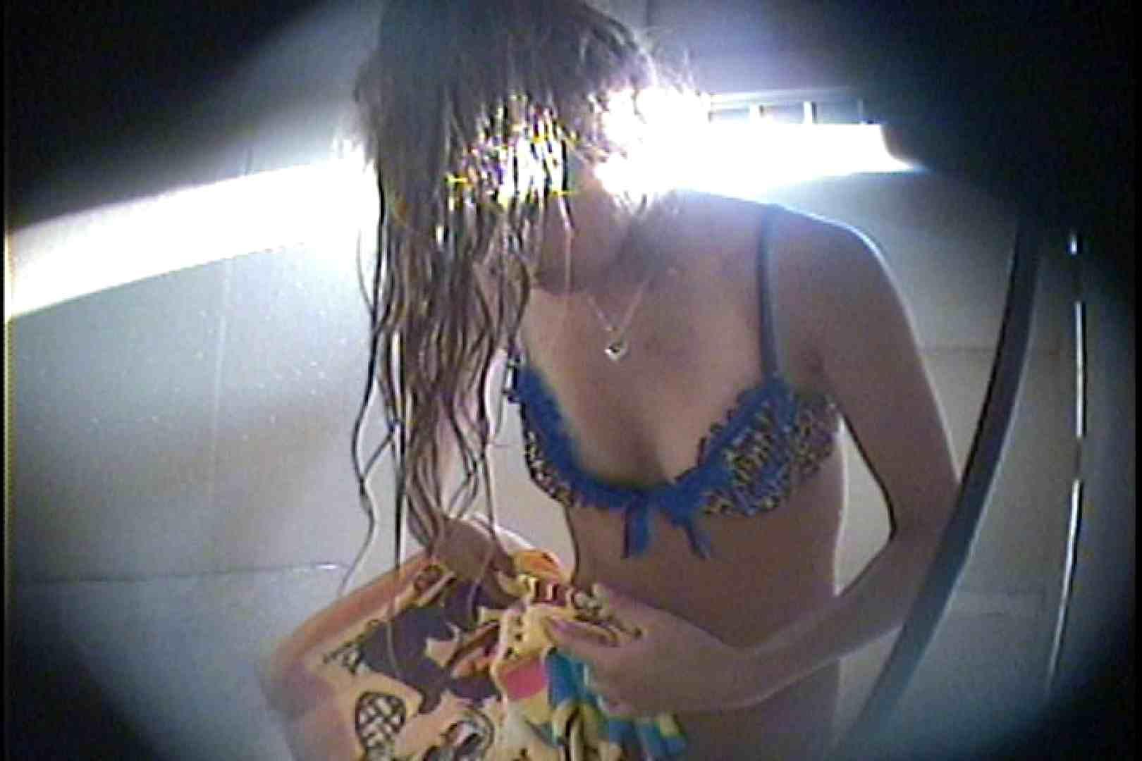 海の家の更衣室 Vol.43 シャワー  98Pix 81