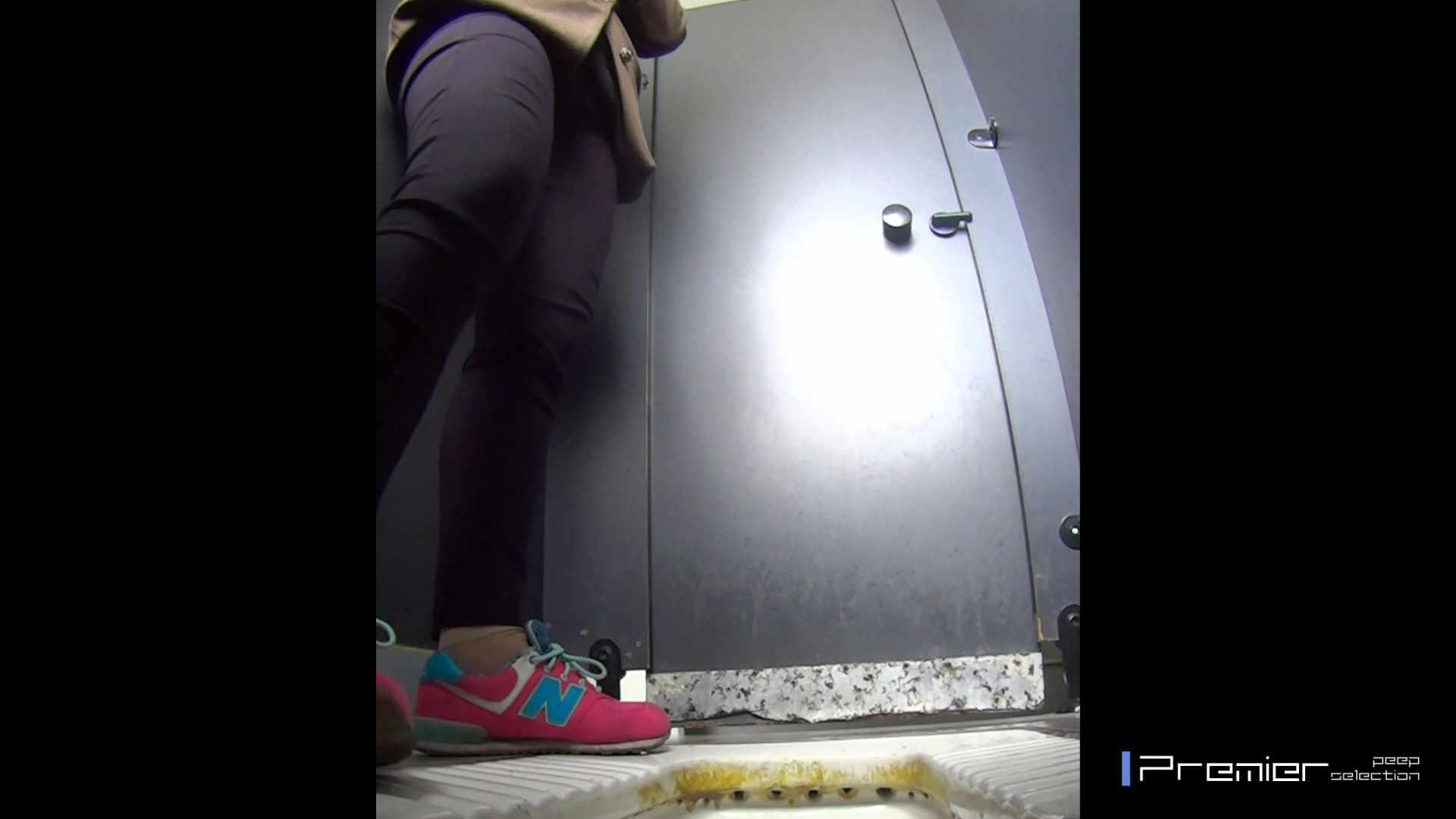 大学休憩時間の洗面所事情15 盗撮映像  47Pix 9