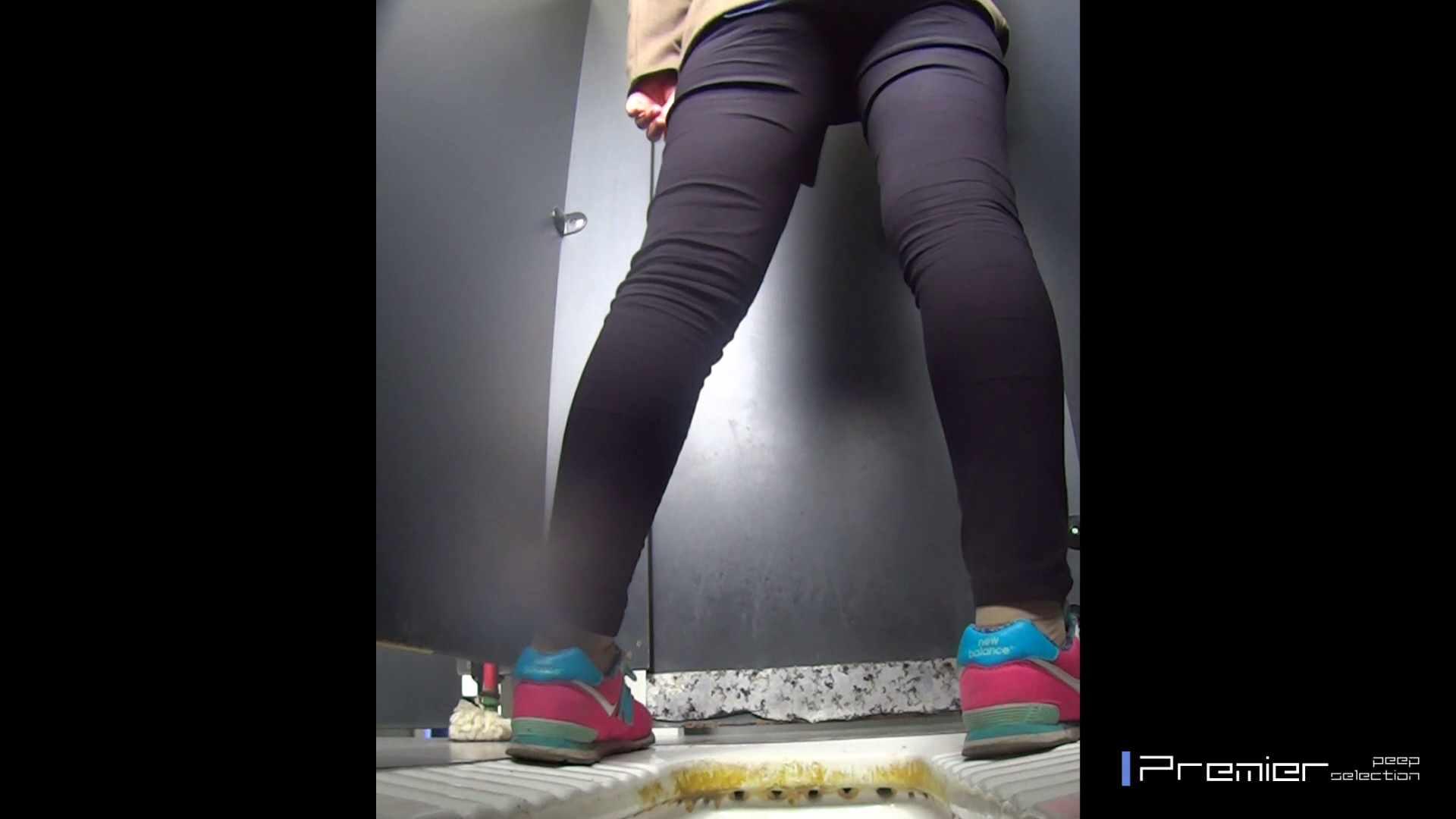 大学休憩時間の洗面所事情15 盗撮映像  47Pix 11