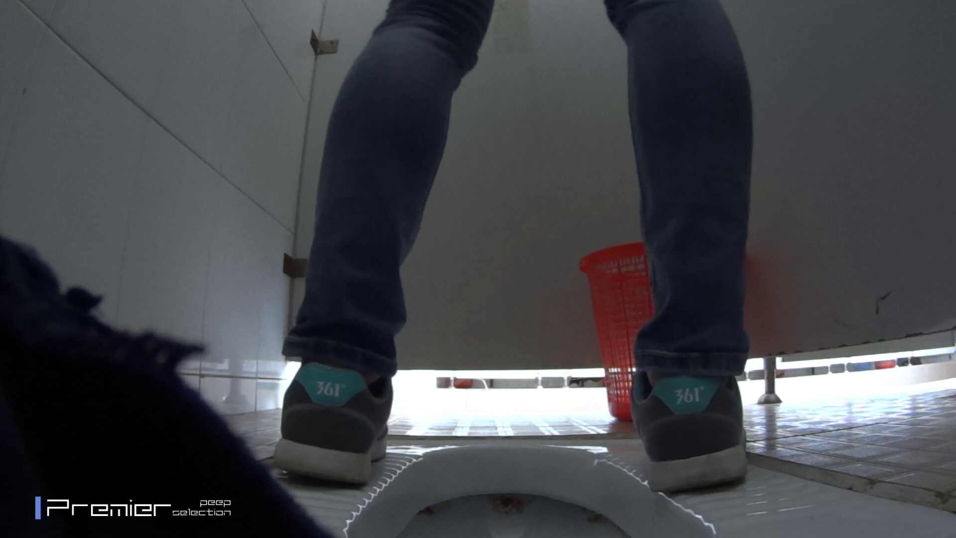 めくれ上がる陰部からの大聖水!大学休憩時間の洗面所事情27 お姉さんハメ撮り  46Pix 14