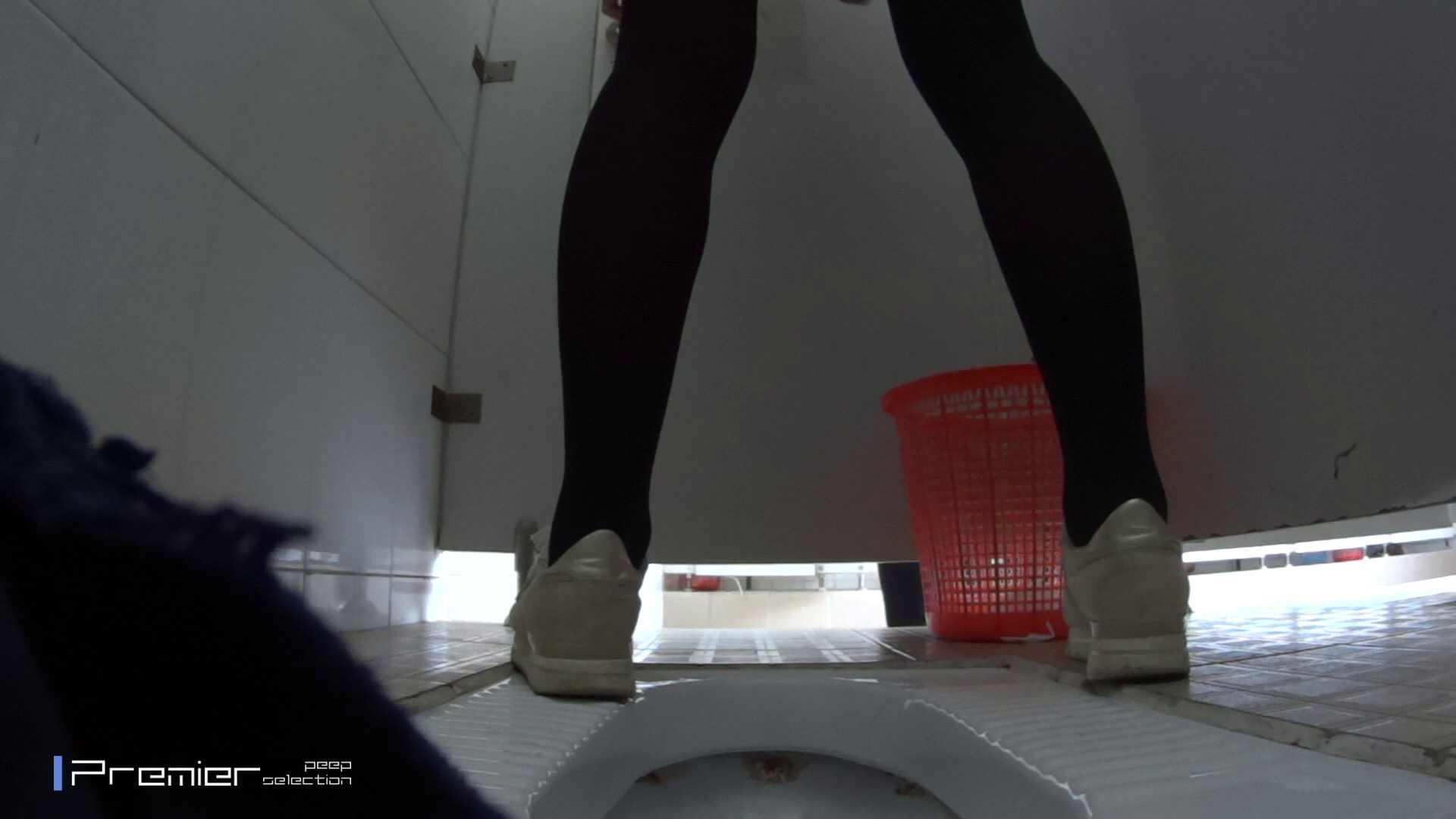 めくれ上がる陰部からの大聖水!大学休憩時間の洗面所事情27 お姉さんハメ撮り  46Pix 35