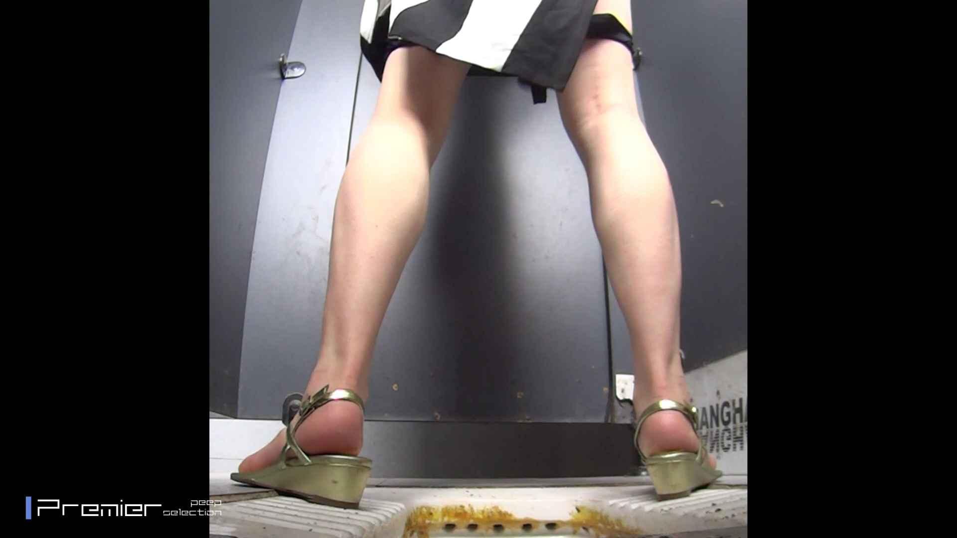 派手なJDトイレ盗撮 大学休憩時間の洗面所事情40 美女ハメ撮り  52Pix 12