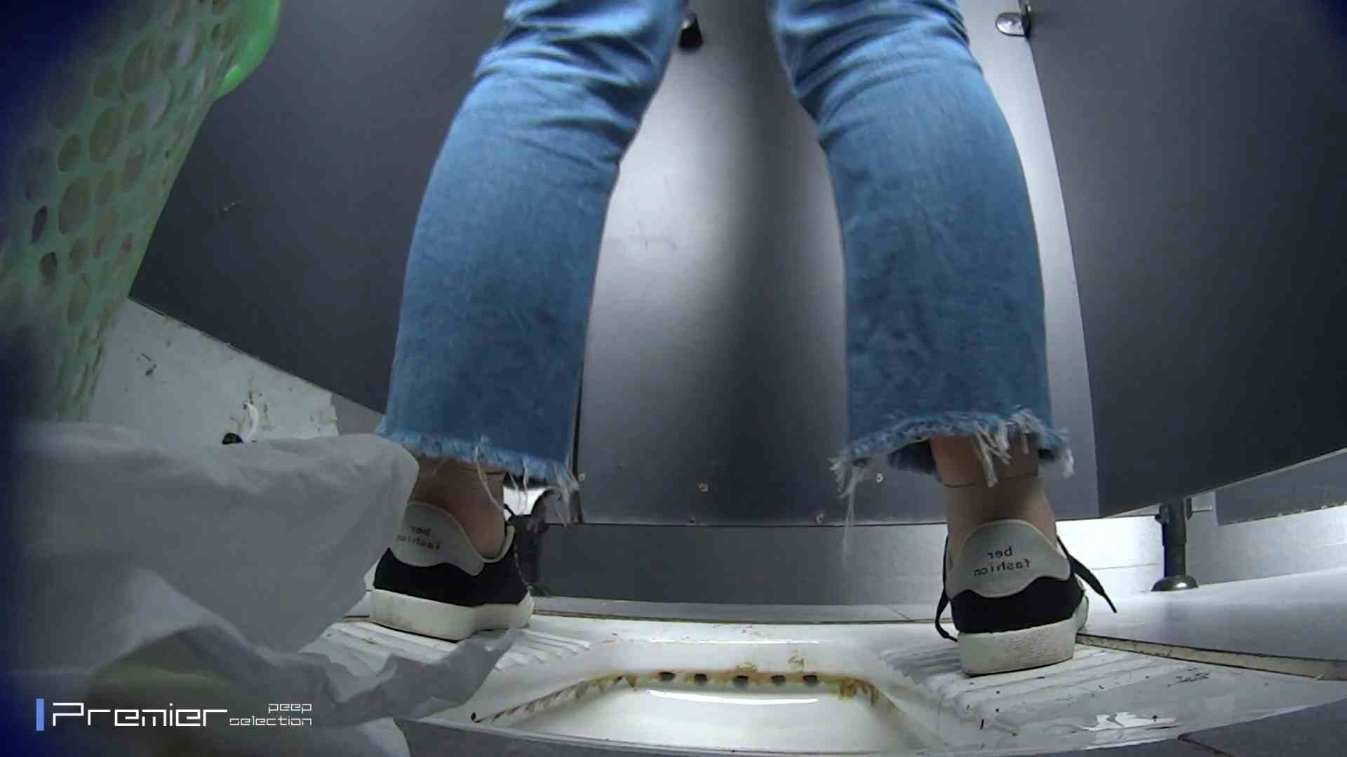 滴り落ちる聖水 大学休憩時間の洗面所事情42 美女ハメ撮り  98Pix 1