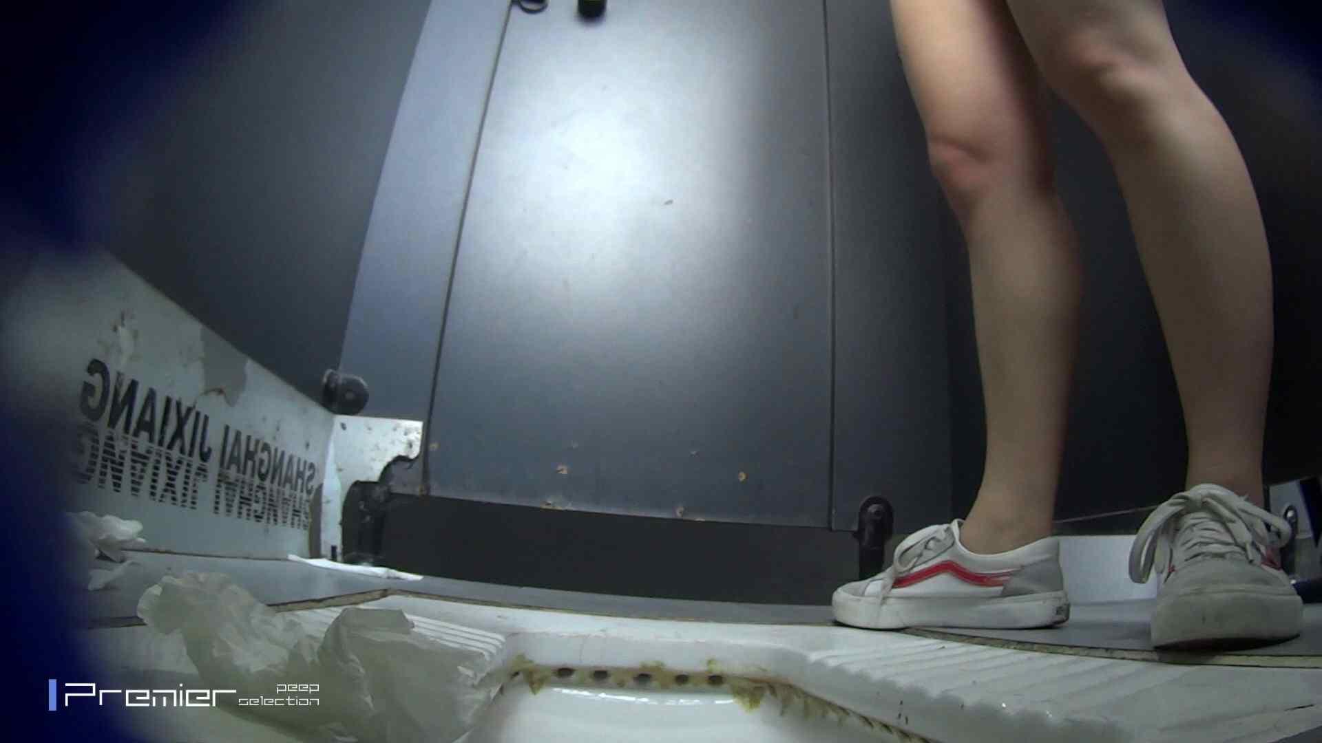 スキニージーンズの美女 大学休憩時間の洗面所事情56 盗撮映像  94Pix 23