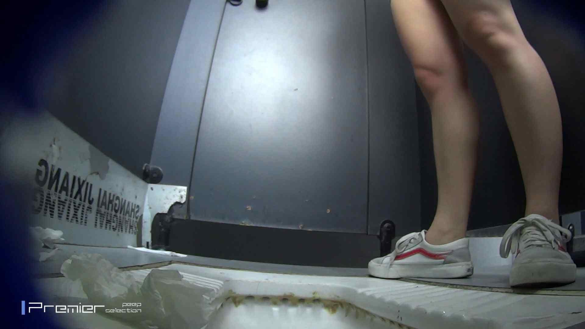 スキニージーンズの美女 大学休憩時間の洗面所事情56 盗撮映像  94Pix 24