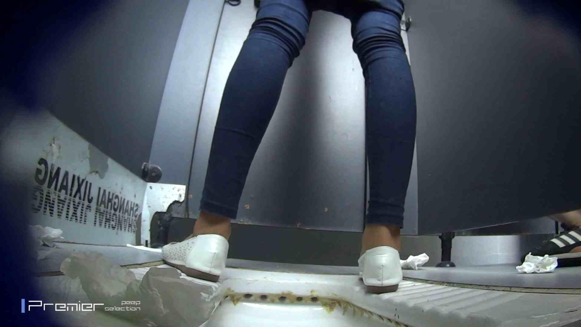 スキニージーンズの美女 大学休憩時間の洗面所事情56 盗撮映像  94Pix 31
