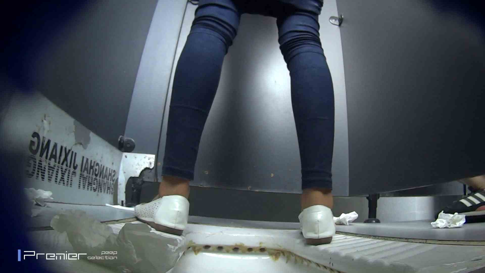 スキニージーンズの美女 大学休憩時間の洗面所事情56 盗撮映像  94Pix 32
