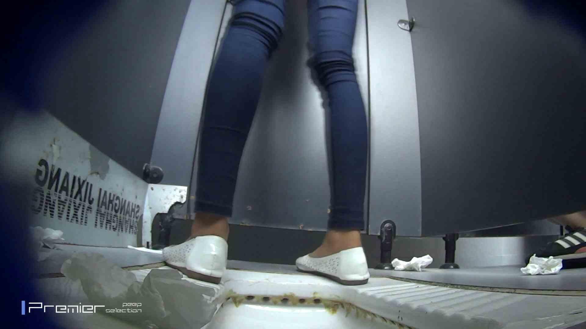 スキニージーンズの美女 大学休憩時間の洗面所事情56 盗撮映像  94Pix 36