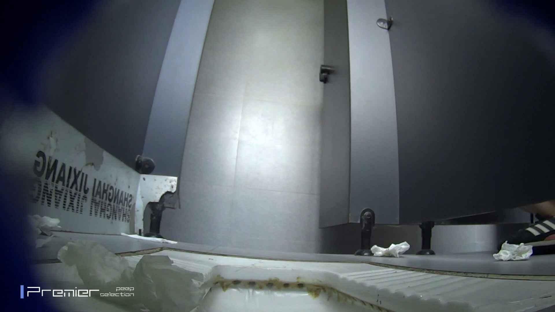 スキニージーンズの美女 大学休憩時間の洗面所事情56 盗撮映像  94Pix 38