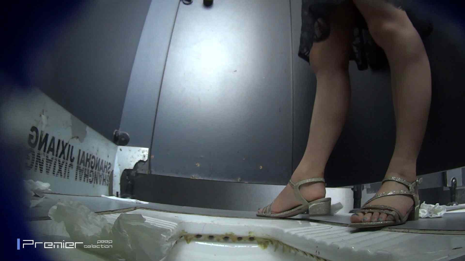 スキニージーンズの美女 大学休憩時間の洗面所事情56 盗撮映像  94Pix 70