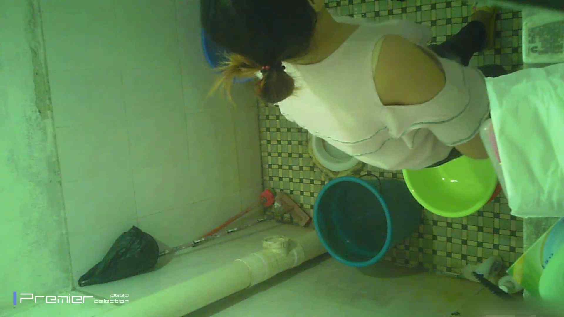 美女の痴態に密着!洗面所で入浴!  パンチラ  70Pix 3