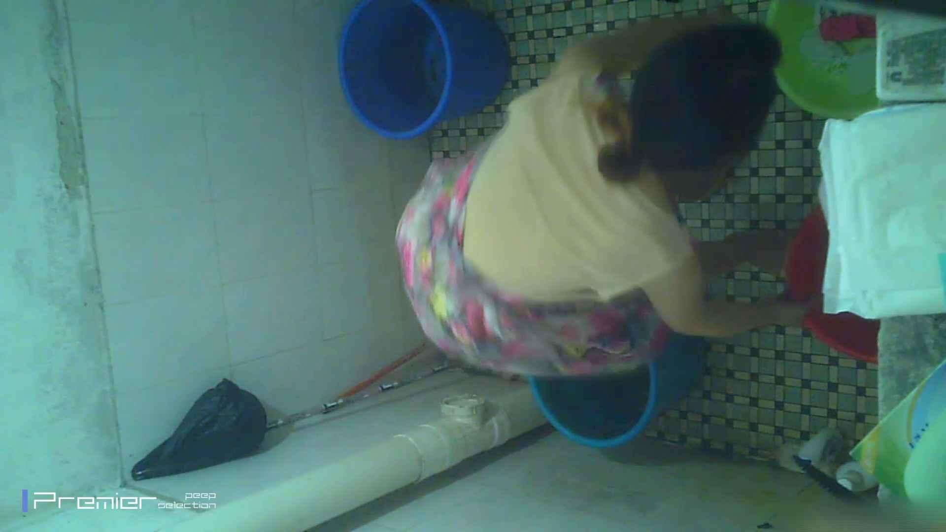 美女の痴態に密着!洗面所で入浴!  パンチラ  70Pix 16