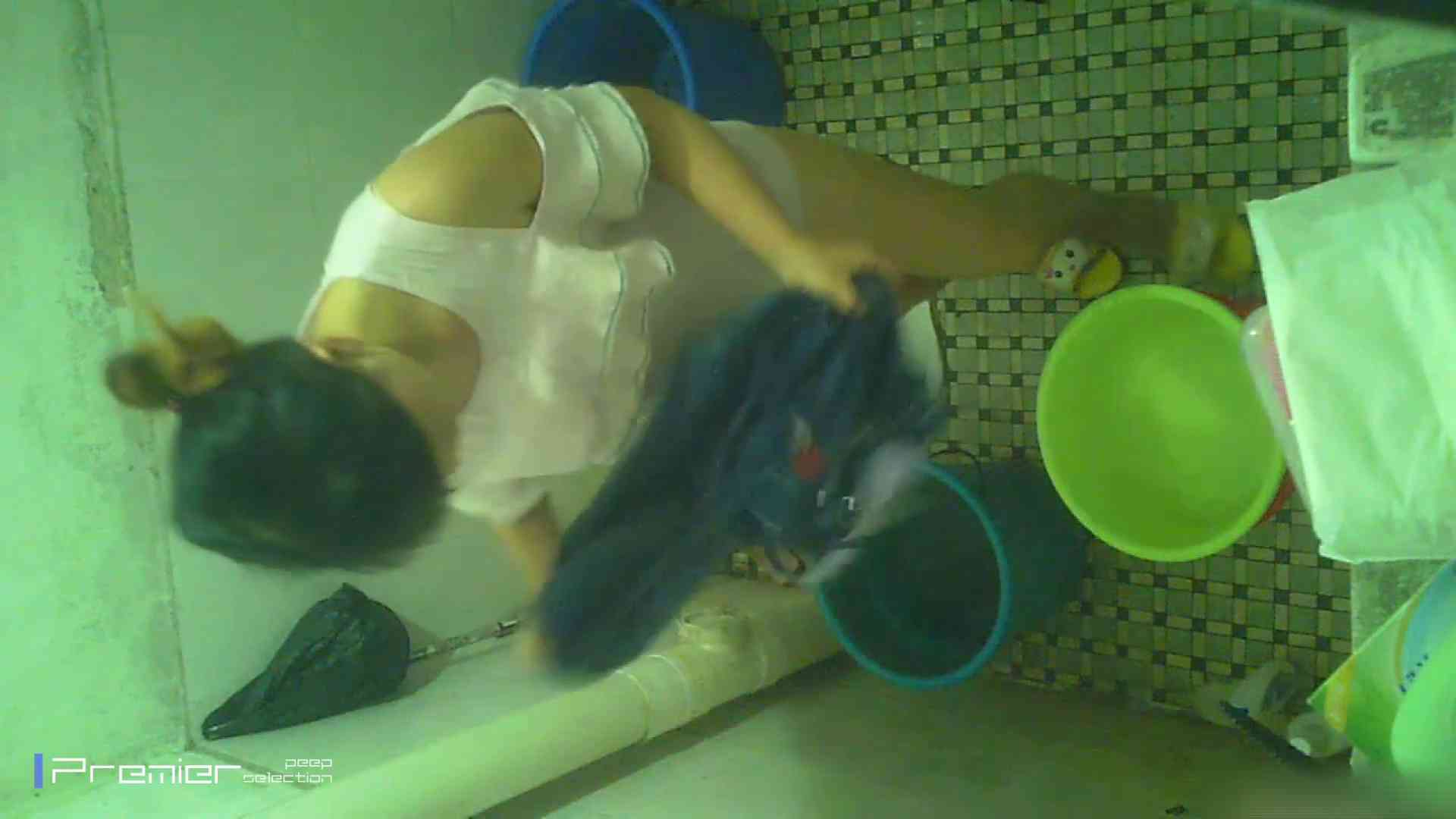 美女の痴態に密着!洗面所で入浴!  パンチラ  70Pix 24
