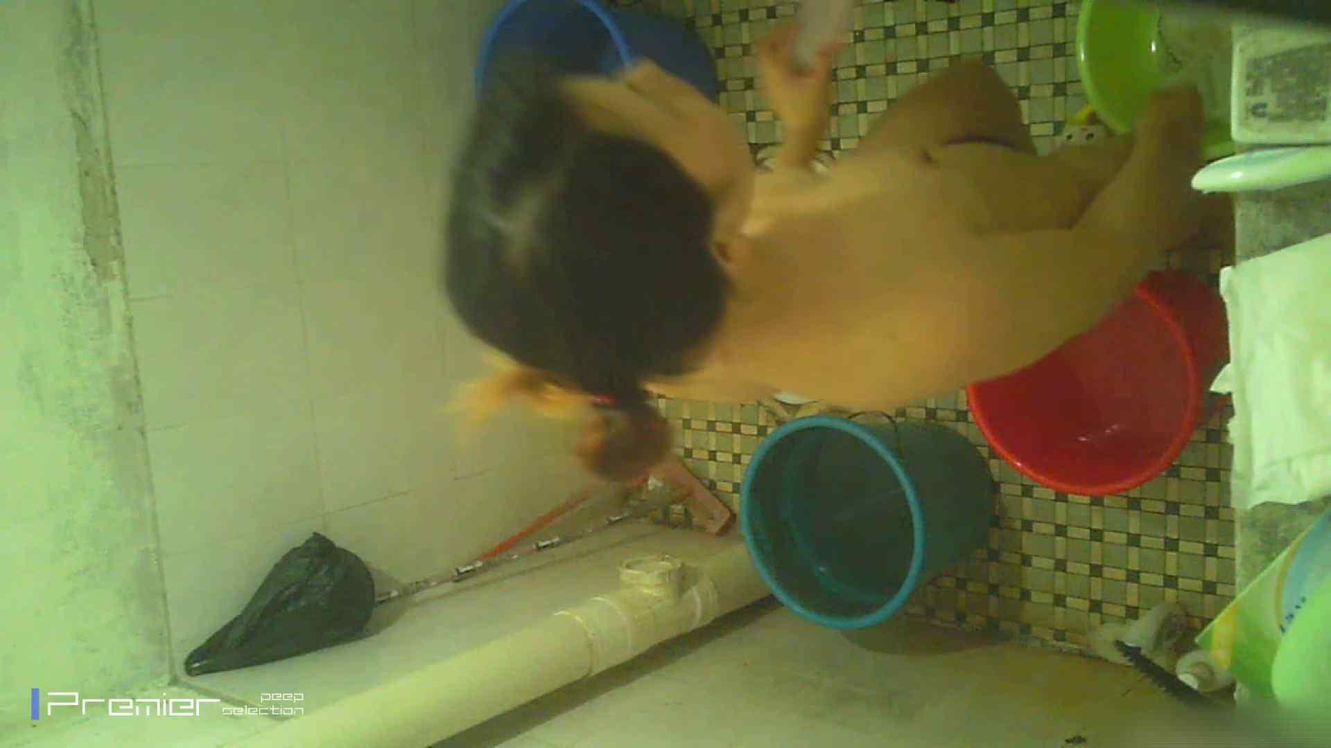 美女の痴態に密着!洗面所で入浴!  パンチラ  70Pix 29