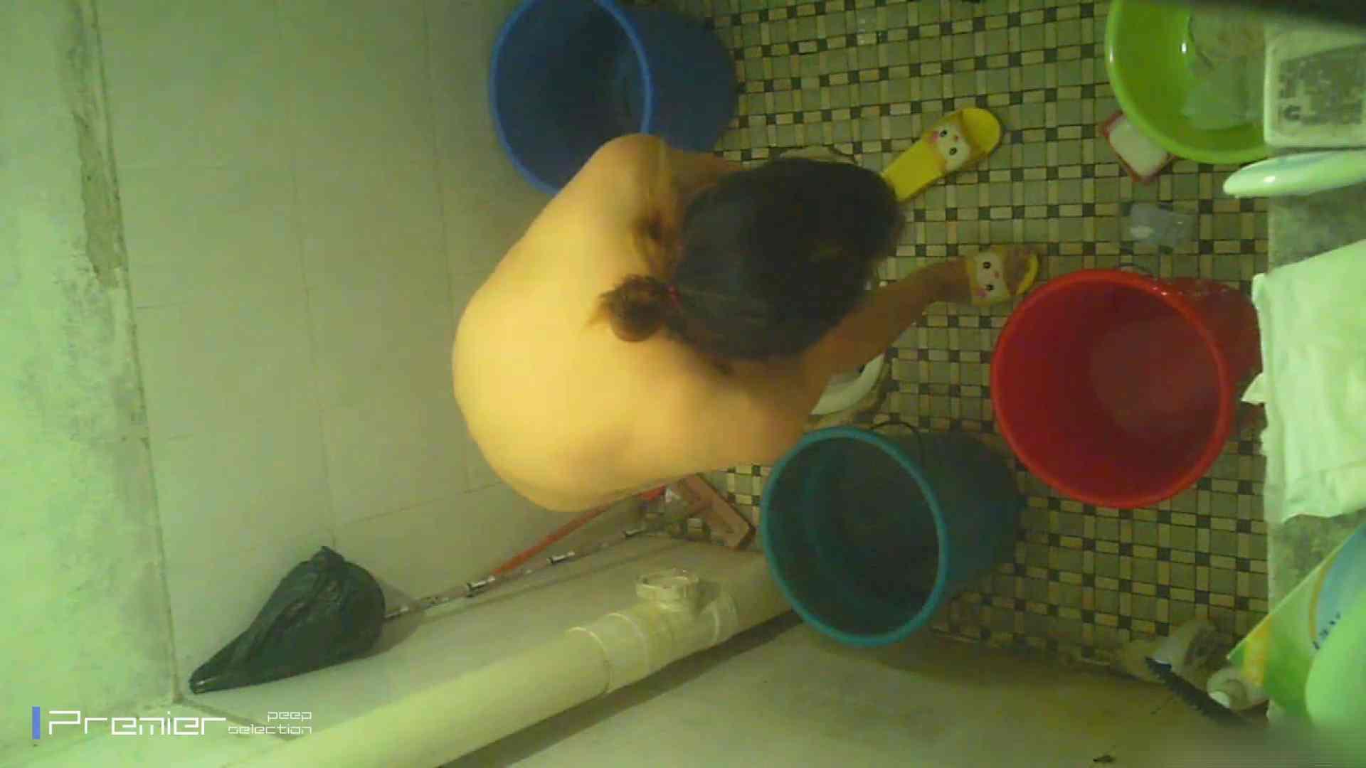 美女の痴態に密着!洗面所で入浴!  パンチラ  70Pix 35