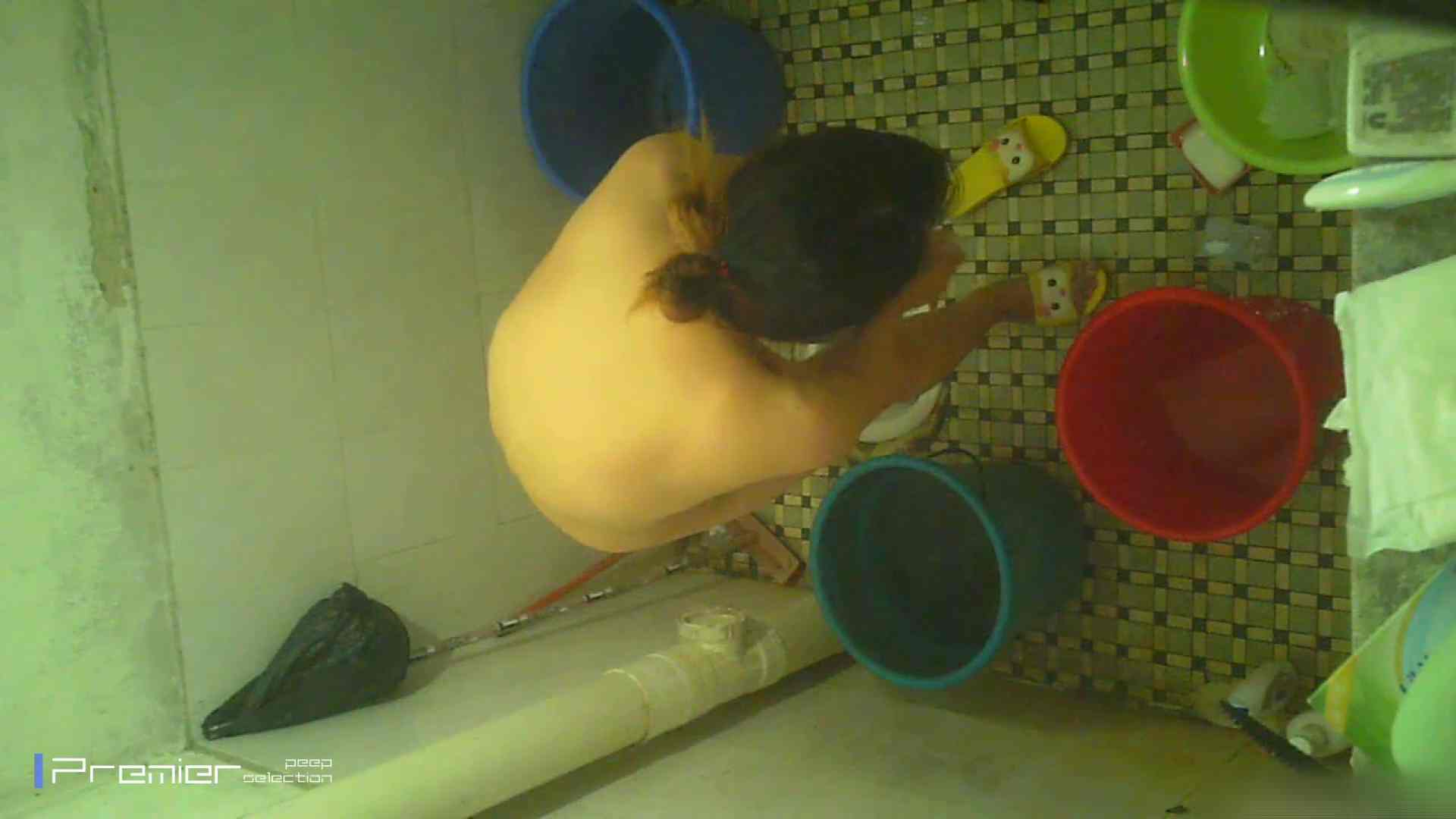 美女の痴態に密着!洗面所で入浴!  パンチラ  70Pix 36