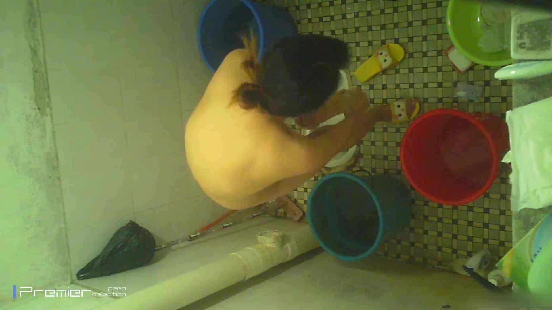 美女の痴態に密着!洗面所で入浴!  パンチラ  70Pix 37