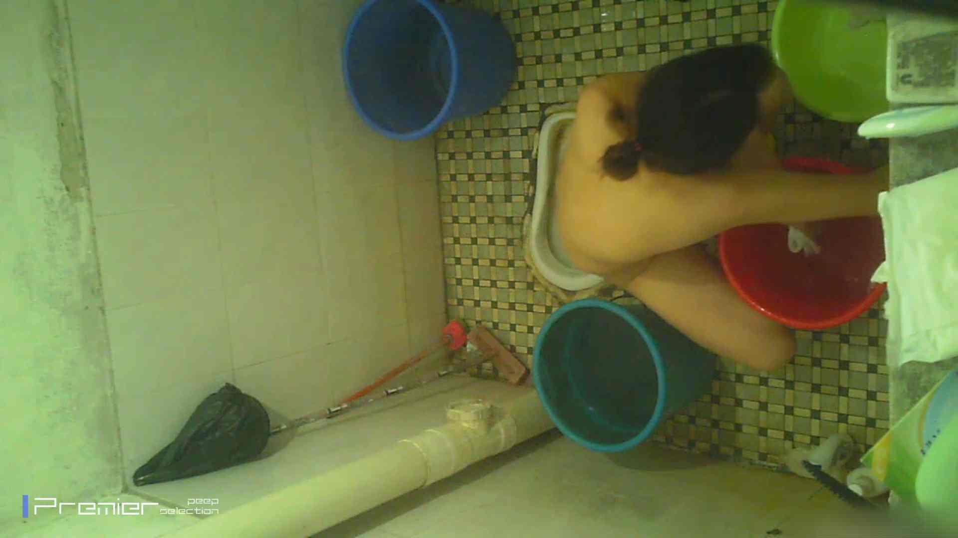 美女の痴態に密着!洗面所で入浴!  パンチラ  70Pix 43