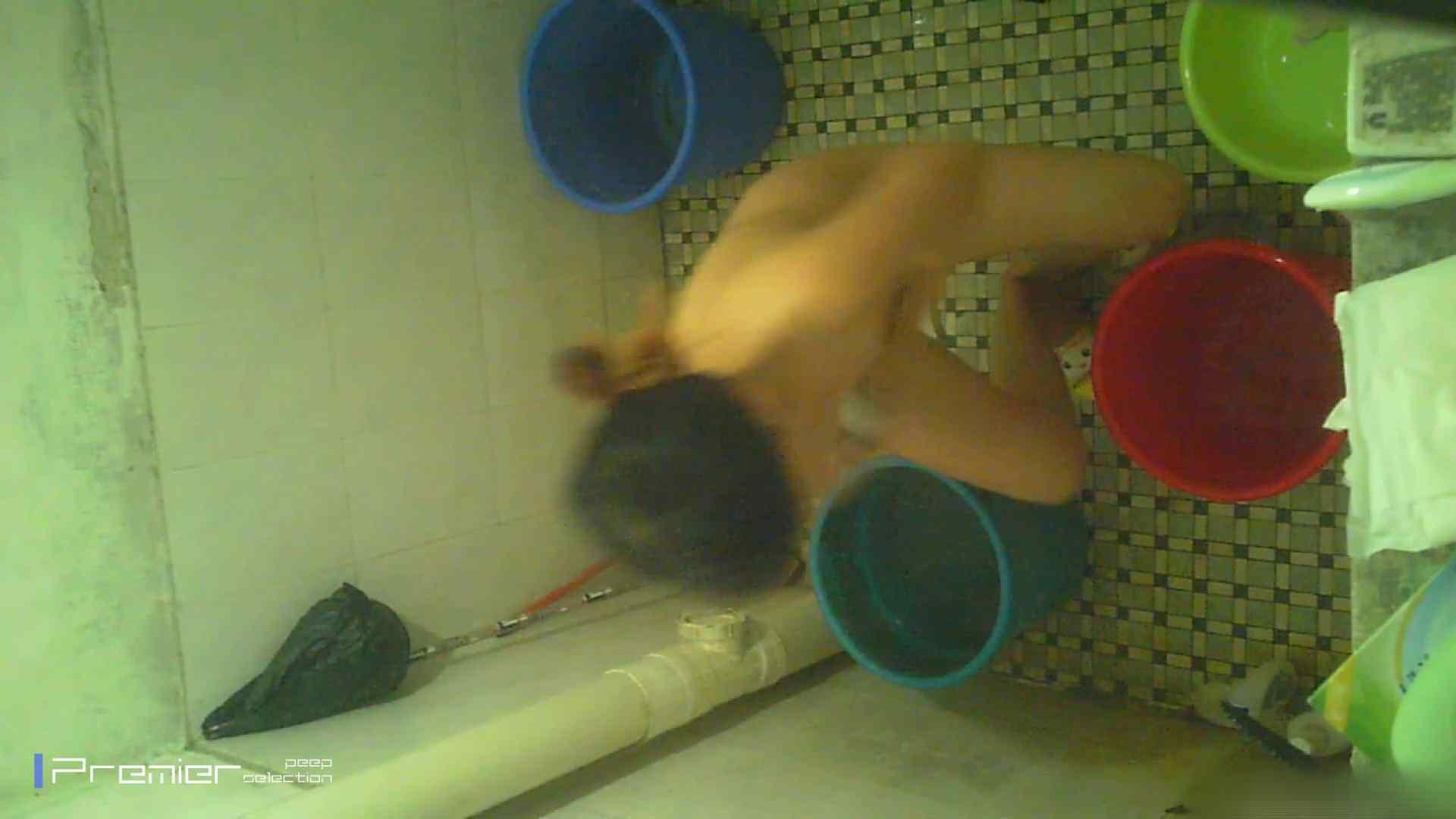 美女の痴態に密着!洗面所で入浴!  パンチラ  70Pix 44