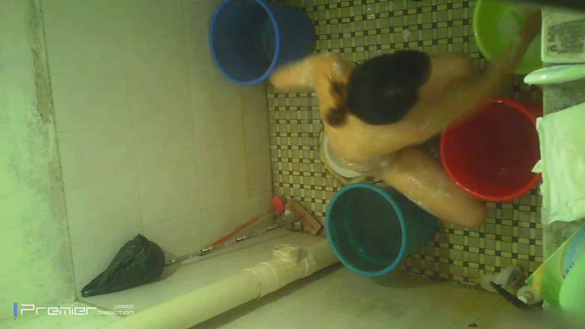 美女の痴態に密着!洗面所で入浴!  パンチラ  70Pix 52