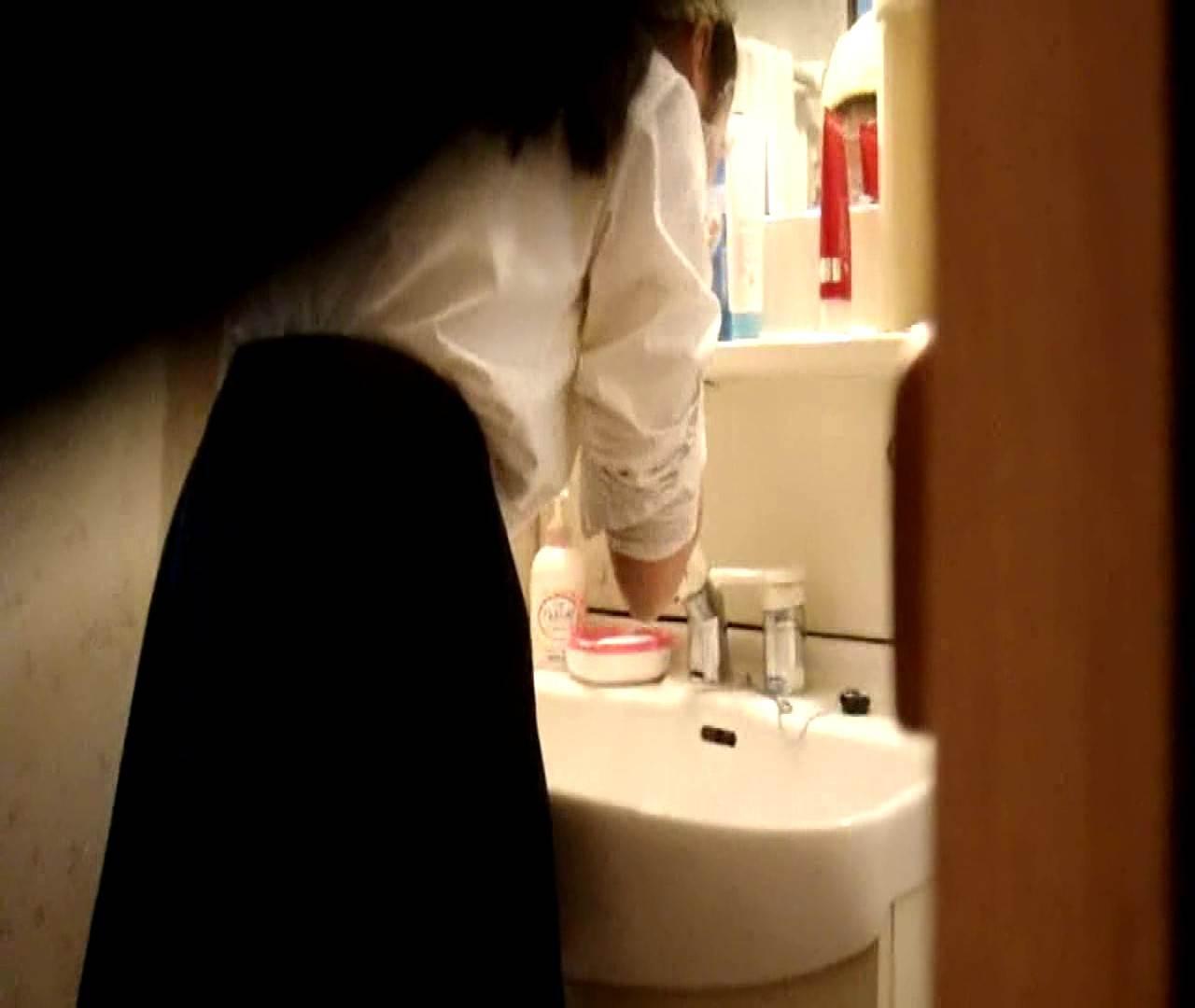 vol.5 まどかが帰宅後の洗顔後にブラを洗ってます。 OLハメ撮り  46Pix 23