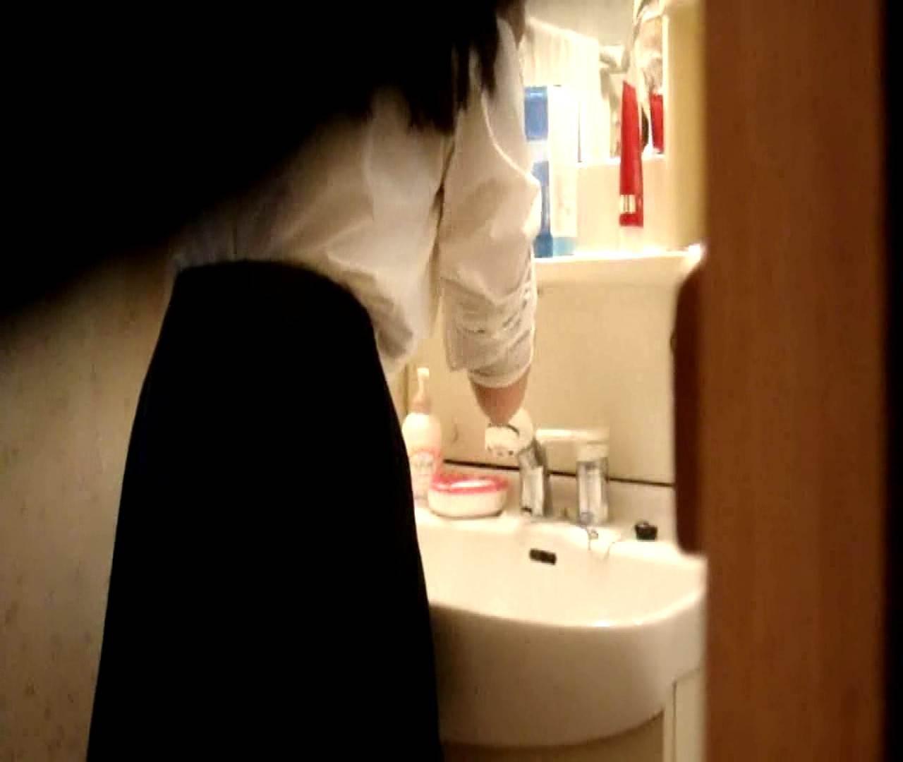 vol.5 まどかが帰宅後の洗顔後にブラを洗ってます。 OLハメ撮り  46Pix 25