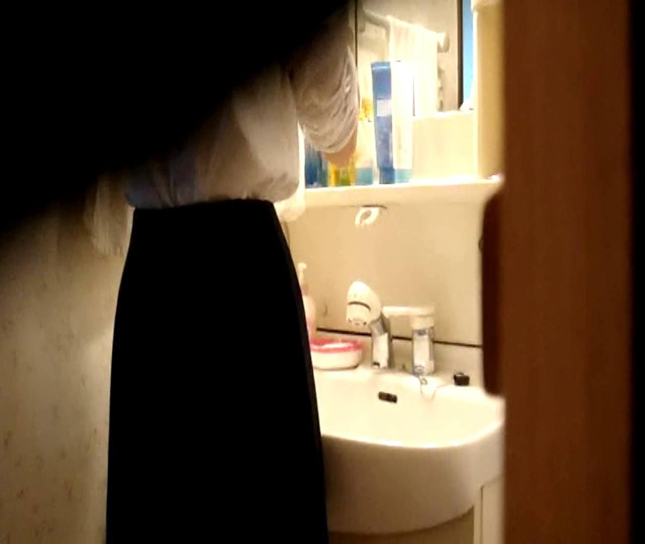 vol.5 まどかが帰宅後の洗顔後にブラを洗ってます。 OLハメ撮り  46Pix 29