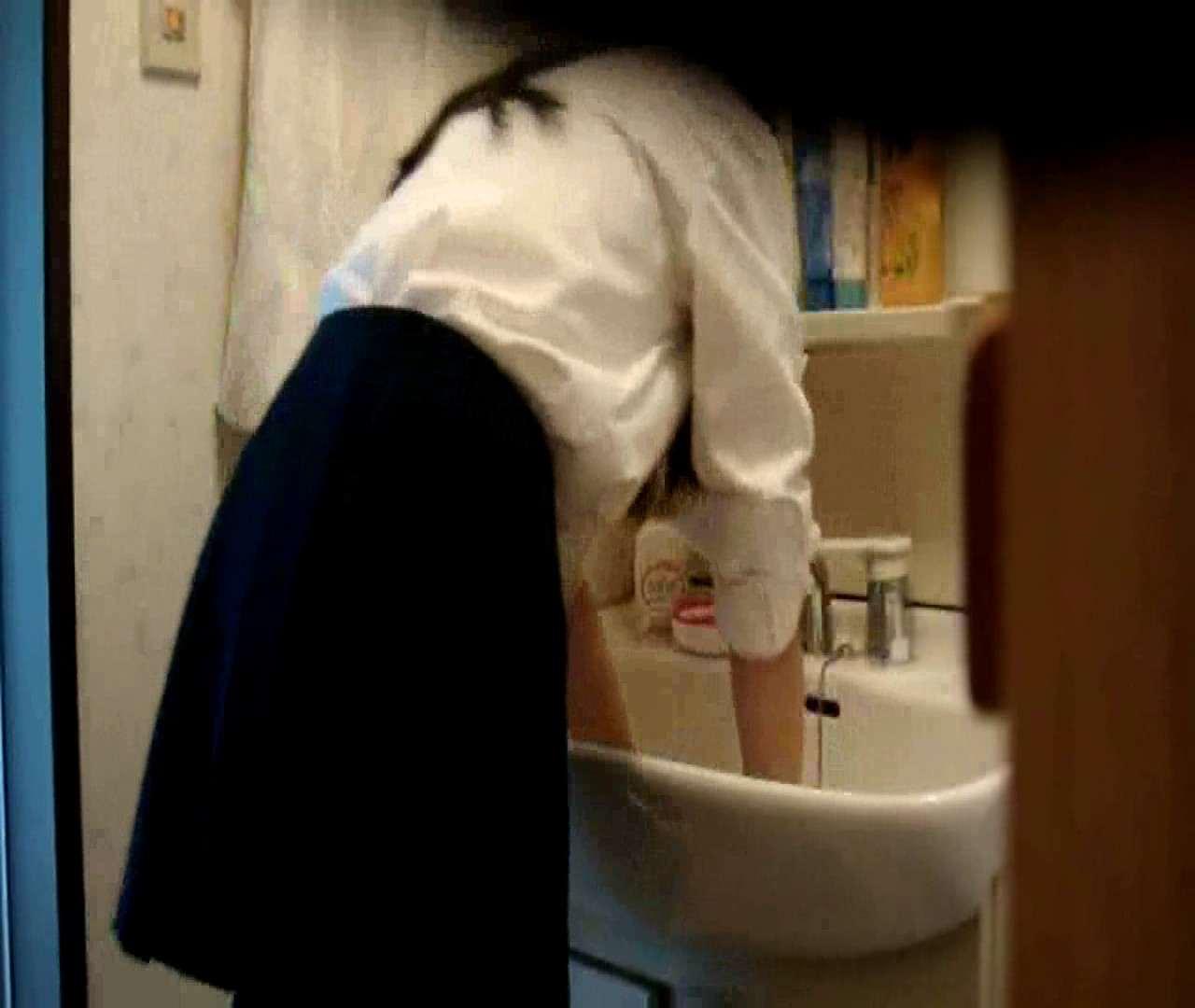 vol.5 まどかが帰宅後の洗顔後にブラを洗ってます。 OLハメ撮り  46Pix 36