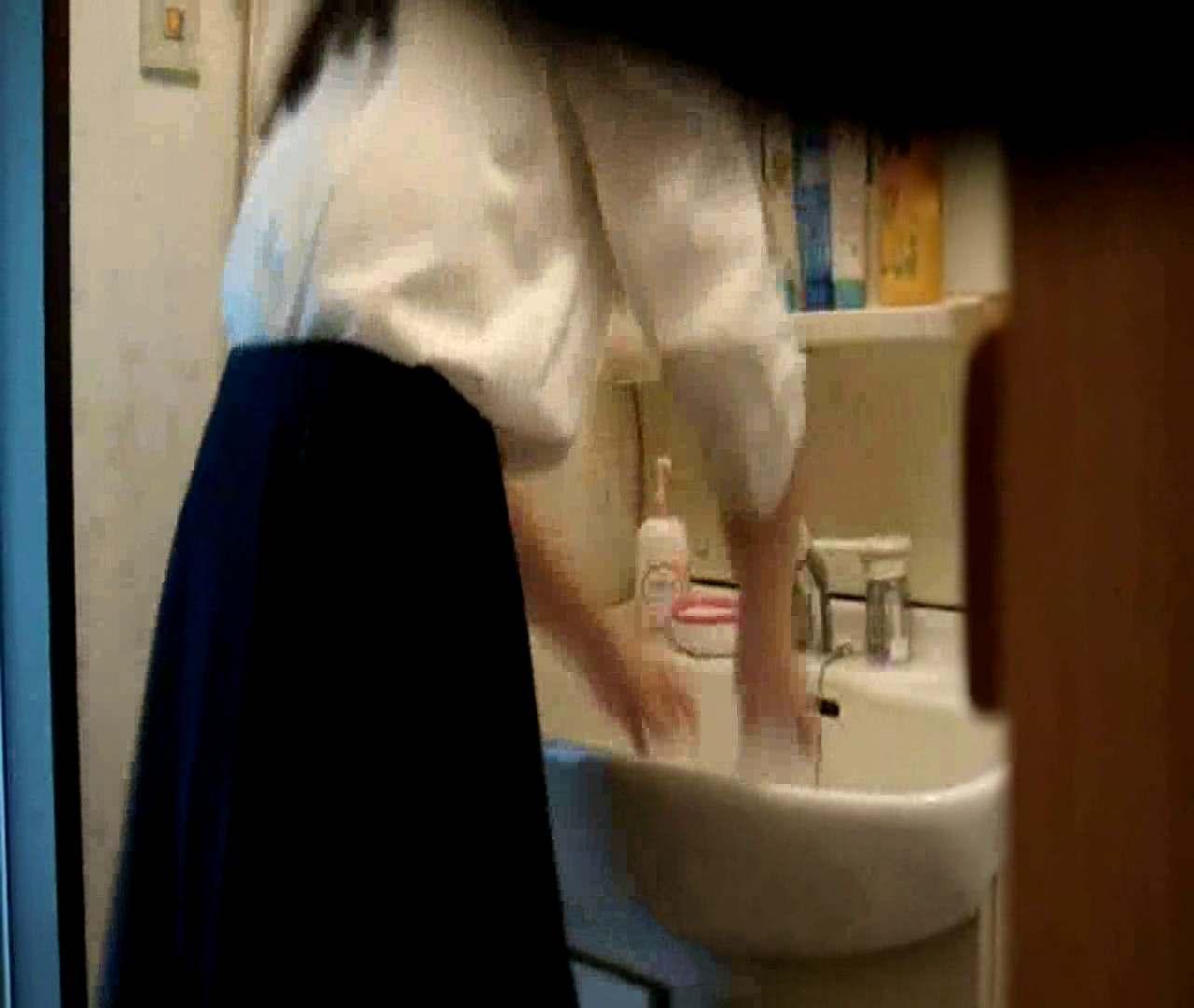 vol.5 まどかが帰宅後の洗顔後にブラを洗ってます。 OLハメ撮り  46Pix 37