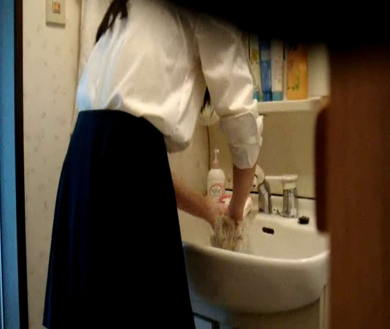 vol.5 まどかが帰宅後の洗顔後にブラを洗ってます。 OLハメ撮り  46Pix 39