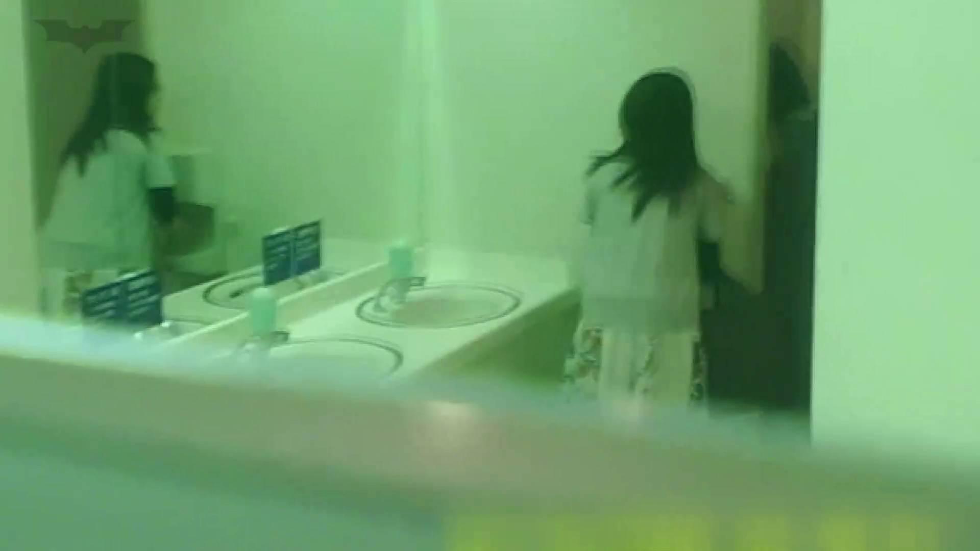 夏の思い出浜辺トイレ盗撮Vol.19 潜入シリーズ  86Pix 14