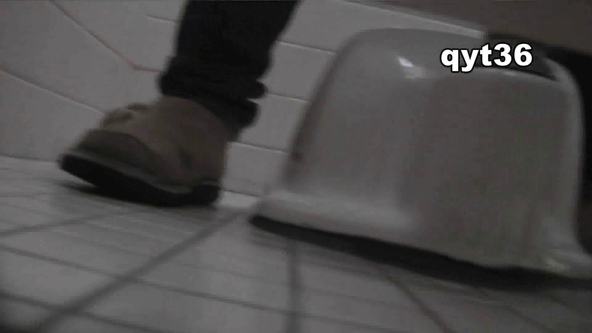 お銀さんの「洗面所突入レポート!!」 vol.36 腰のひねりには定評があります 洗面所  56Pix 54