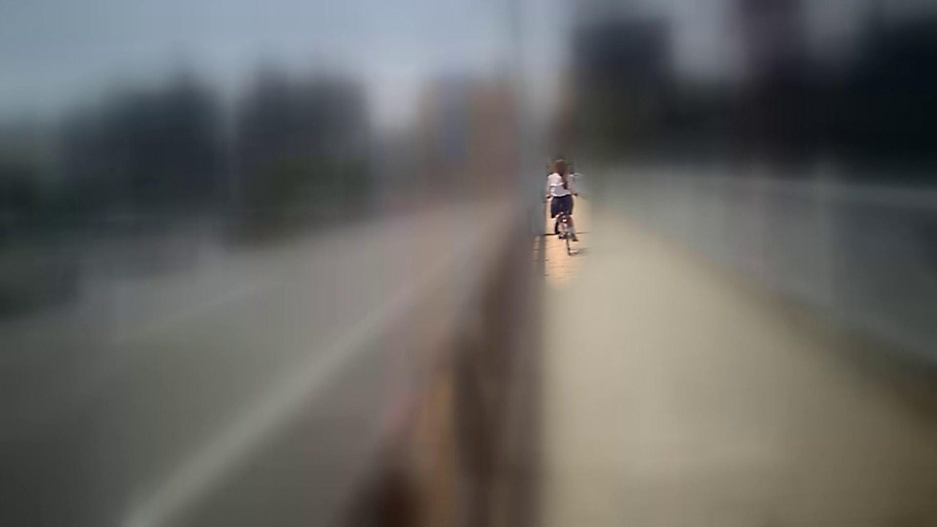 自転車パンチラ Vol.07 追跡  34Pix 16