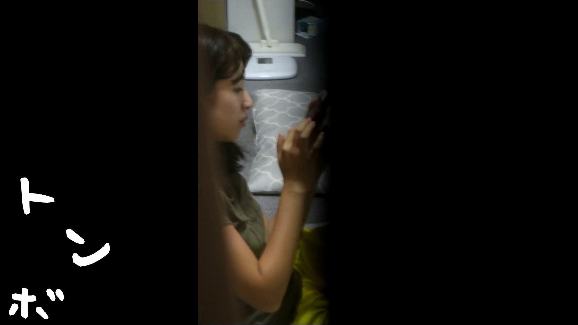 リアル盗撮 ピアスが可愛い一人暮らし女子大生の部屋ヌード 潜入シリーズ  78Pix 31