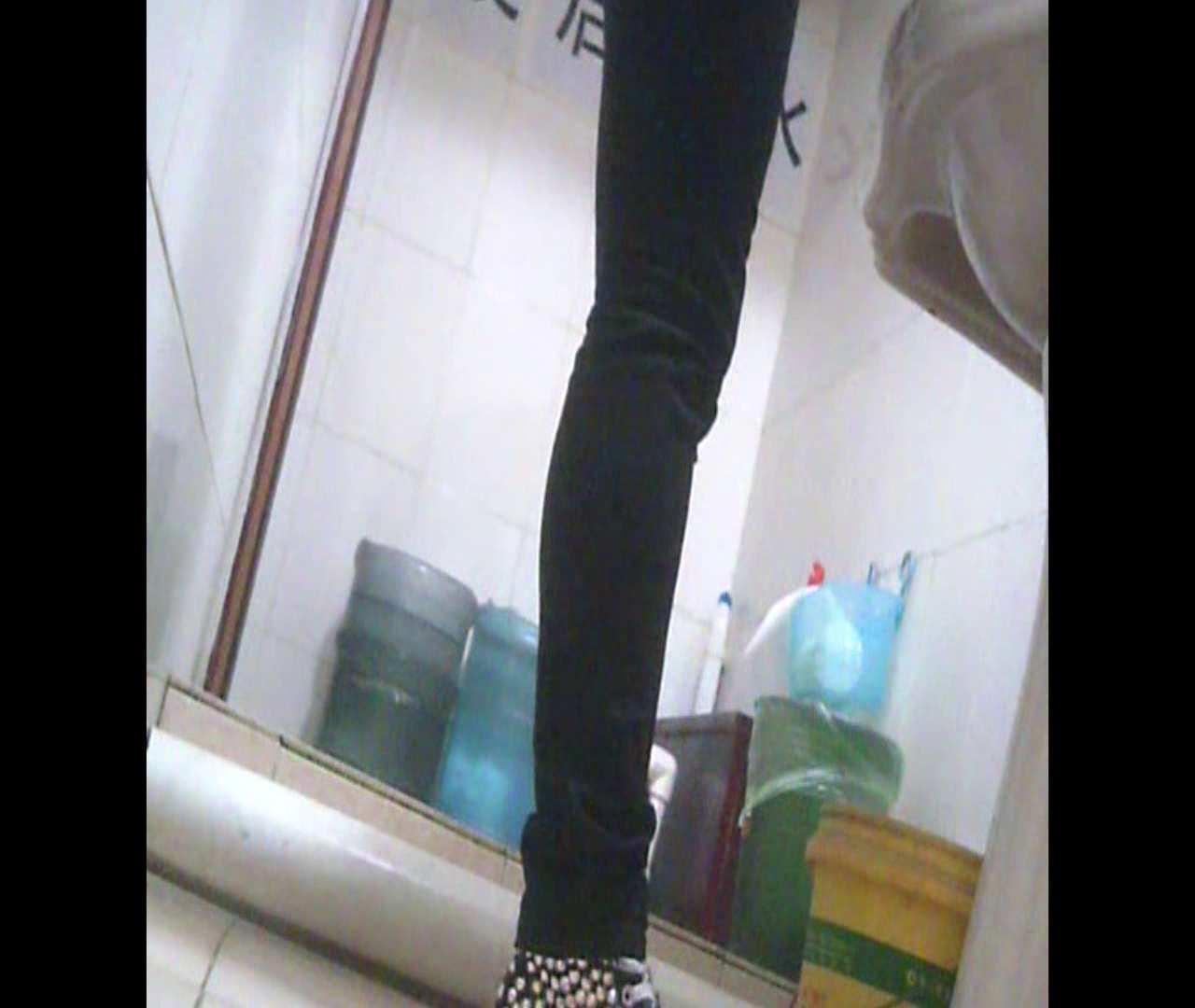 Vol.05 ズボンをはく時の左足! 洗面所  27Pix 3