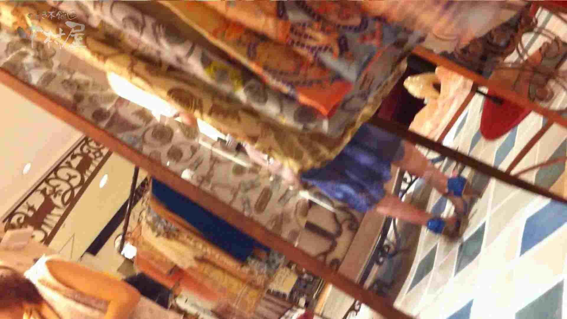 vol.69 美人アパレル胸チラ&パンチラ ストライプパンツみっけ! 接写  50Pix 33