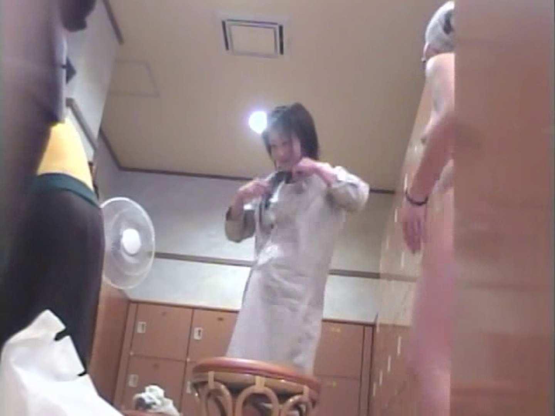 浴場潜入脱衣の瞬間!第一弾 vol.3 綺麗なおっぱい  107Pix 64