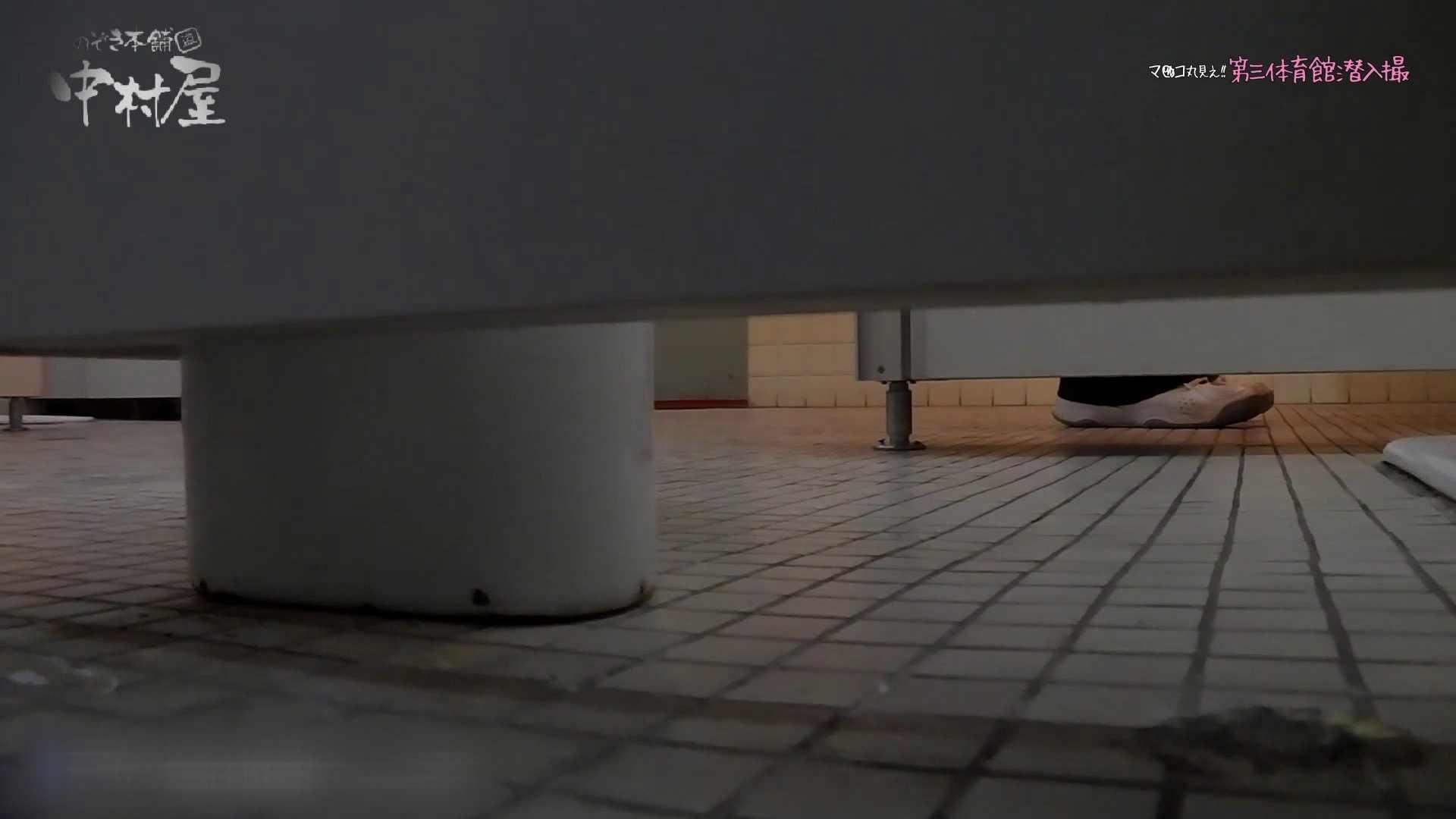 第三体育館File044長身のバレー部員が目の前の個室に入ってくれました。前編 人気シリーズ  73Pix 28