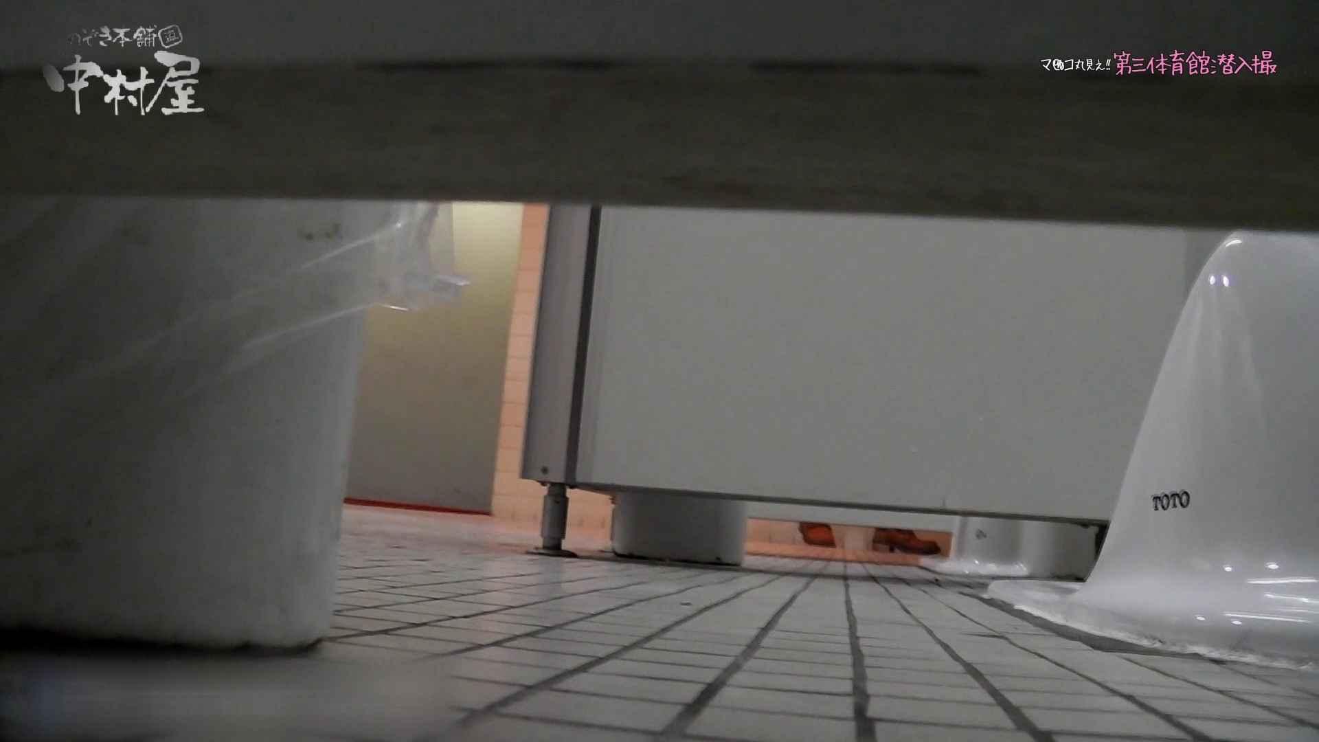 第三体育館File044長身のバレー部員が目の前の個室に入ってくれました。前編 人気シリーズ  73Pix 42