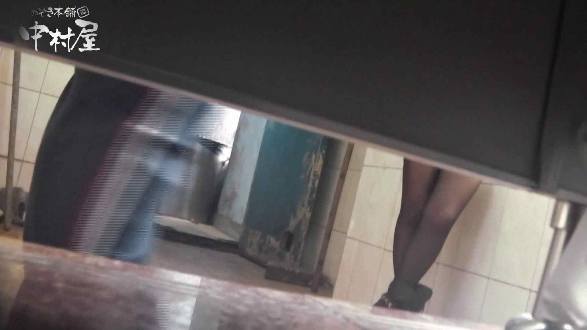 【世界の射窓から~ステーション編~】ステーション編 vol52 我慢して個室に入ったら。||:-)!! OLハメ撮り  71Pix 2