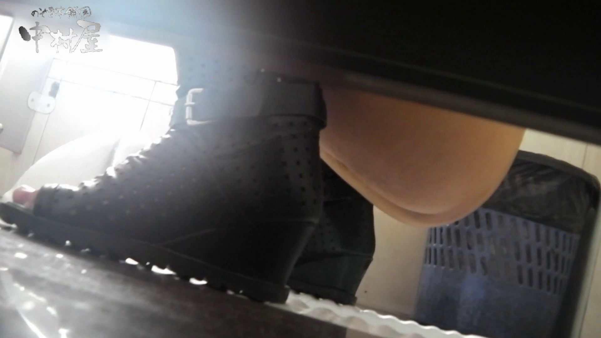 【世界の射窓から~ステーション編~】ステーション編 vol52 我慢して個室に入ったら。||:-)!! OLハメ撮り  71Pix 41