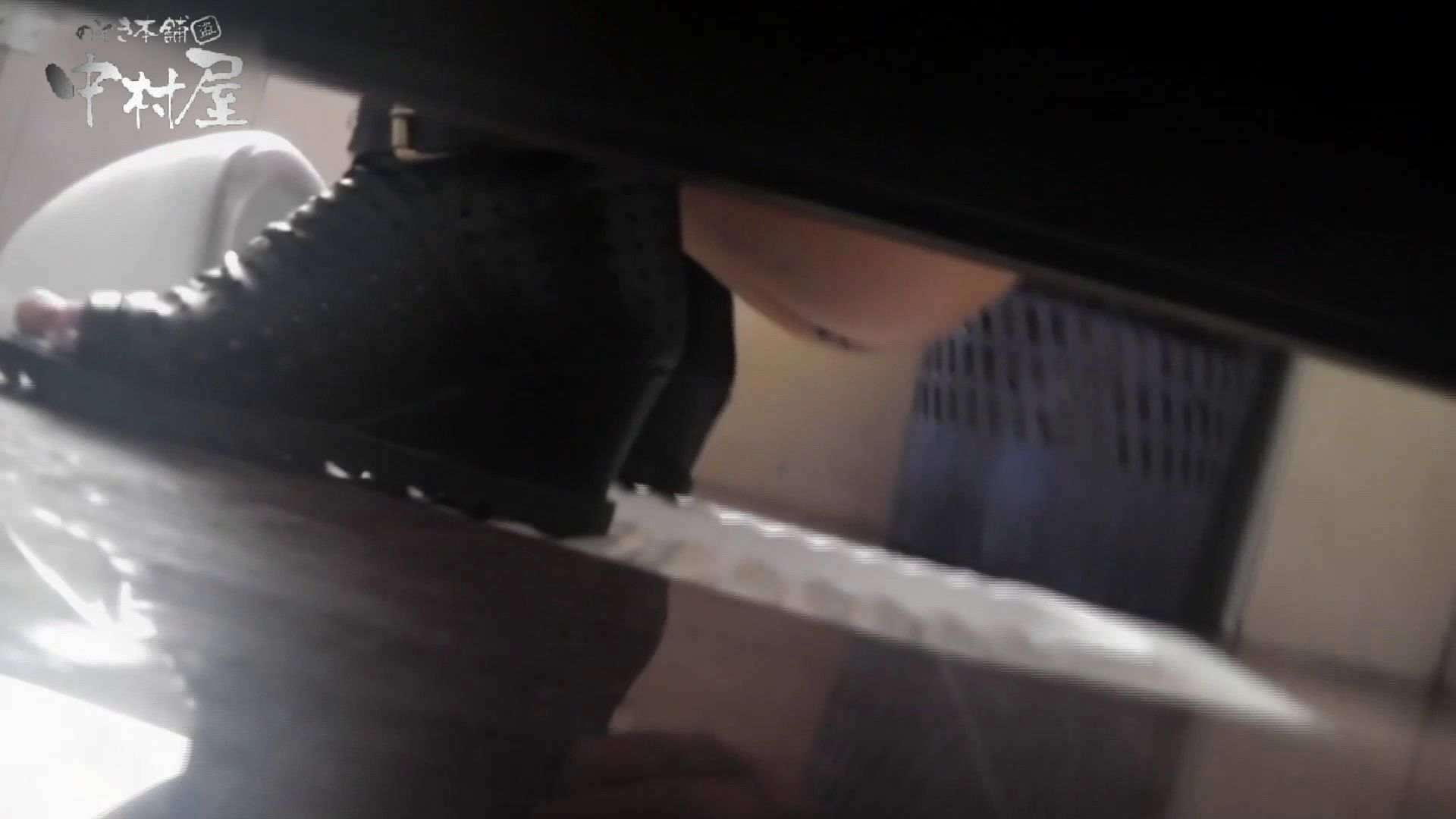 【世界の射窓から~ステーション編~】ステーション編 vol52 我慢して個室に入ったら。||:-)!! OLハメ撮り  71Pix 45